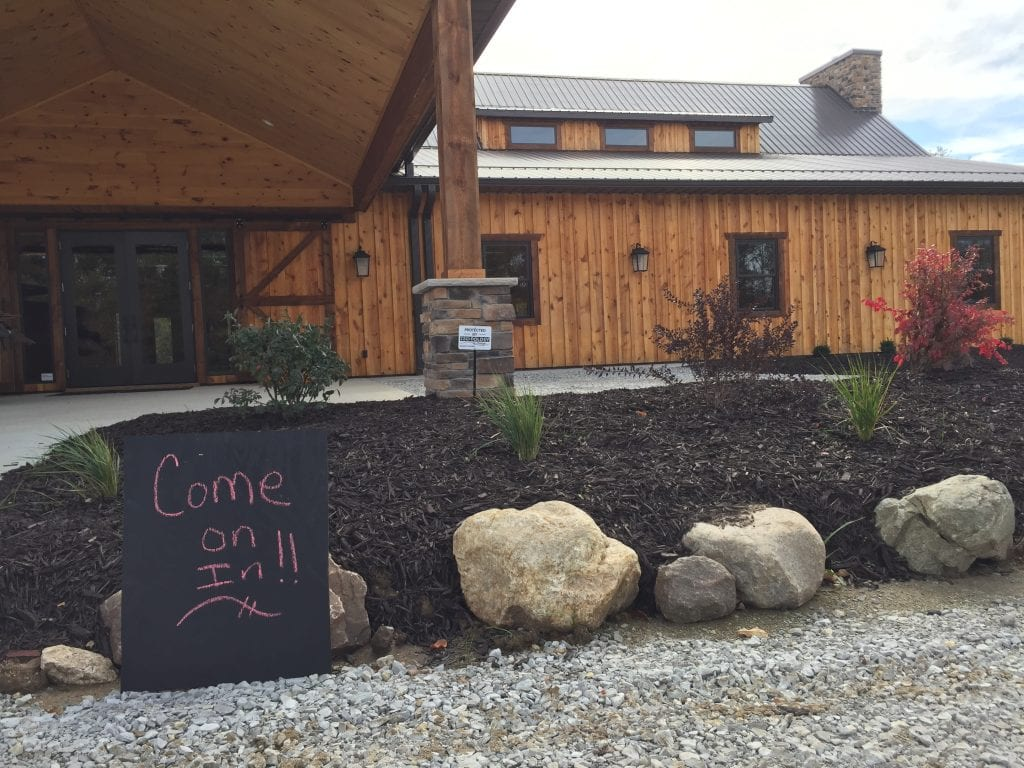 Country Lane Lodge – Come on In!